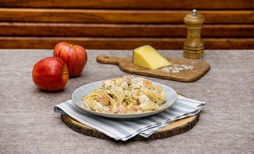 Espagueti con manzana y parmesano