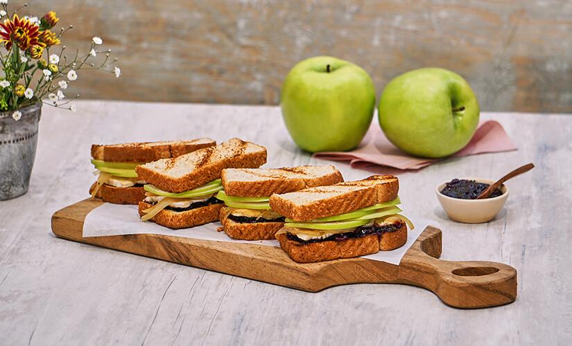 Sandwich al Grill con Manzana y Cebolla Caramelizada